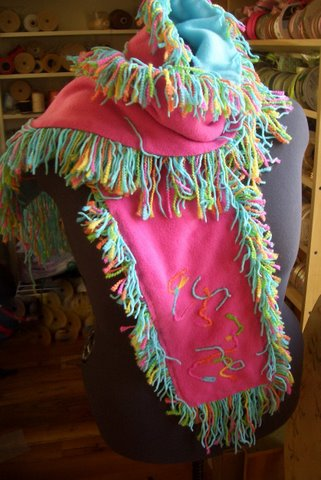 Fleece Scarf with cut fringe, easy to make !
